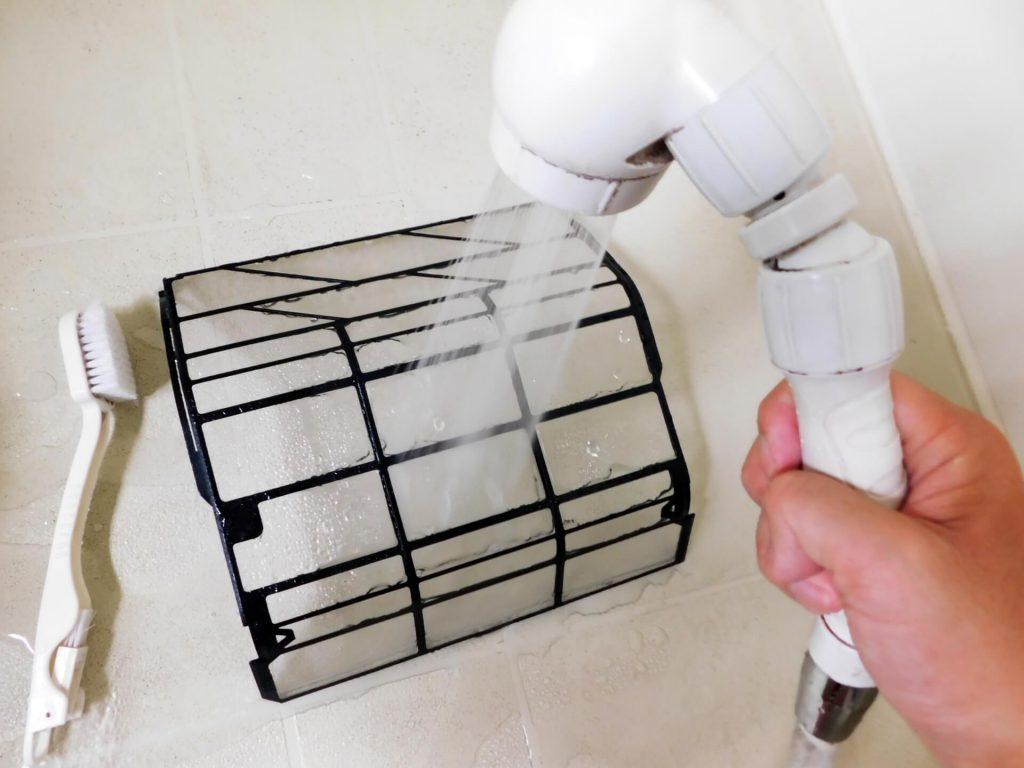 フィルターを水洗いする